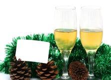 Champagneexponeringsglas med ett plast- kort för det nya året Arkivfoto