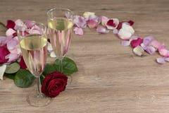 Champagneexponeringsglas med steg Royaltyfri Foto