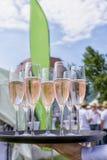 Champagneexponeringsglas på minnestavlan Royaltyfria Bilder