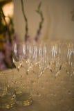 Champagneexponeringsglas på partiet Arkivbild