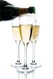 champagneexponeringsglas som hälls till Royaltyfria Foton