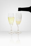 champagneexponeringsglaspåfyllning Royaltyfri Foto