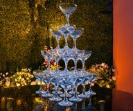 Champagnetorn på tabellen arkivfoto