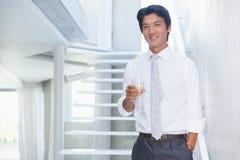 Champanhe bebendo do homem considerável Imagem de Stock Royalty Free