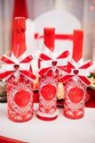 Champanhe do casamento em um vestido vermelho na tabela Fotos de Stock Royalty Free