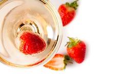 Champanhe frio com morangos Foto de Stock Royalty Free