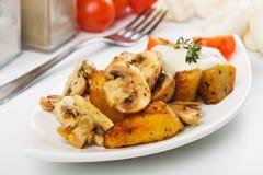 champignon величает зажаренной в духовке картошкой стоковая фотография