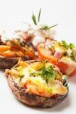 Champignon de couche bourré et tomate Photo stock