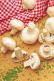 Champignon de paris et persil comestibles frais de champignon de Portabello Photographie stock