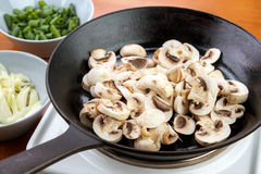 Champignon on skillet Royalty Free Stock Photography