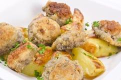 Champignonbratpfanne mit Kartoffel stockfotos