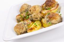 Champignonbratpfanne mit Kartoffel lizenzfreie stockfotos