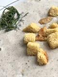 Champignoncremesuppe mit geschmackvollem Brot stockfoto