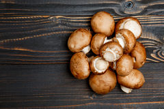 Champignonpaddestoel op houten achtergrond Stock Fotografie