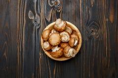 Champignonpaddestoel op houten achtergrond Stock Foto