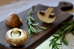 Champignons и розмариновое масло Стоковые Фото