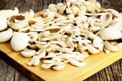 Champignons coupés en tranches frais Photo stock