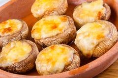 Champignons cuits au four avec du fromage Photos libres de droits