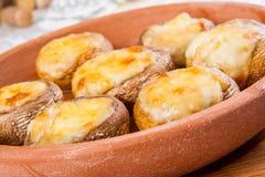 Champignons cuits au four avec du fromage Photographie stock