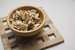 Champignons Cutted в деревянном шаре Стоковое Изображение RF