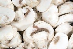 Champignons de couche blancs coupés en tranches images stock