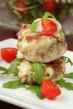 Champignons de couche bourrés cuits au four Images stock