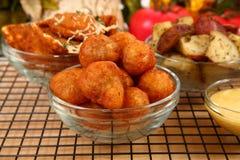 Champignons de couche bourrés frits italiens photographie stock libre de droits