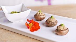 Champignons de couche crus de nourriture avec remplir Photographie stock libre de droits