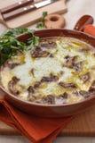 Champignons de couche cuits au four couverts du fromage Photos stock