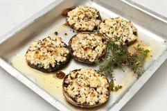 Champignons de couche et feta noirs grillés Photo libre de droits