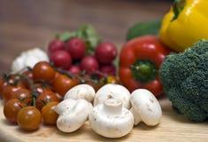 Champignons de couche et légumes photographie stock