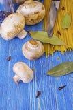 Champignons de couche et pâtes Photo stock