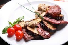 Champignons de couche et viande de friture Photographie stock
