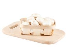 Champignons de couche frais dans un cadre en bois Image stock