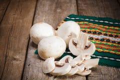 Champignons de couche organiques Photo libre de droits