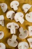 Champignons de couche sur un fond en bois Images stock