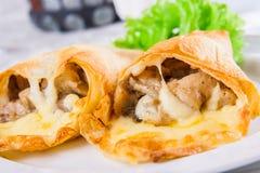Champignons et fromage cuits au four dans le pain pita Photos stock