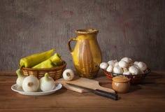 Champignons et légumes images stock