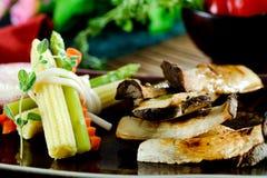 Champignons grillés avec de la sauce Image stock