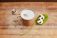 champignons lagar mat med grädde soup arkivfoton