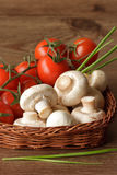 Champignons und Kirschtomaten. Stockbilder