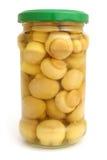 Champinjoner marinaded (champignons) i den glass kruset Fotografering för Bildbyråer