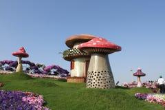 Champinjonhus av den Dubai mirakelträdgården Royaltyfri Fotografi