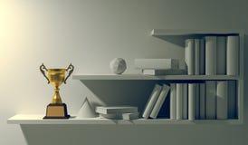Champion золотой трофей помещенный на белой пустой внутренней книжной полке стоковые фотографии rf