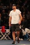 Champion Andy Roddick de Grand Chelem des Etats-Unis dans l'action pendant événement de tennis d'anniversaire d'épreuve de force  Photo libre de droits