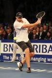 Champion Andy Roddick de Grand Chelem des Etats-Unis dans l'action pendant événement de tennis d'anniversaire d'épreuve de force  Photographie stock libre de droits