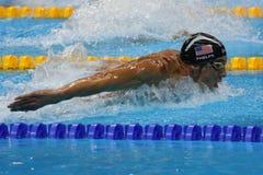 Champion olympique Michael Phelps des Etats-Unis nageant le papillon de 200m des hommes à Rio 2016 Jeux Olympiques Photo stock