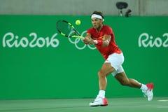 Champion olympique Rafael Nadal de l'Espagne dans l'action pendant la finale des doubles des hommes de Rio 2016 Jeux Olympiques Image stock