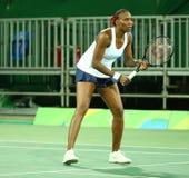 Champion olympique Venus Williams des Etats-Unis dans l'action pendant le premier match de rond de doubles de Rio 2016 Jeux Olymp Images stock