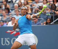 Champion Rafael Nadal de Grand Chelem de l'Espagne dans la pratique pour l'US Open 2016 chez Billie Jean King National Tennis Cen Photographie stock